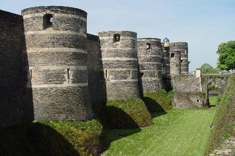 《アンジェ城》 城壁と濠
