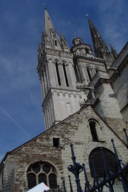 サン・モーリス大聖堂の二つ尖塔 Angers, France 2004/04/25 Photo by Kohyuh